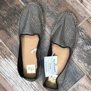 Black/Tan Brand New DV Shoes Size 11